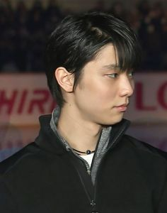 Nguyễn Thanh Mai (@yu_yuzu_yuzu) | Twitter Sendai, Miyagi, Ice Skating, Figure Skating, Yuzuru Hanyu, Love On Ice, Something In The Way, Yuri On Ice, Pretty Boys