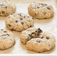 Easy gluten free oatmeal breakfast cookies are sweetened only with honey and a bit of applesauce. The perfect make-ahead breakfast for a family on the go! Gluten Free Sweets, Gluten Free Cookies, Gluten Free Baking, Raw Desserts, Healthy Sweets, Healthy Food, Yummy Food, Easy Cookie Recipes, Free Recipes