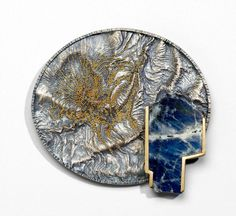 Brooch, Harold O'Connor Blue stone rimmed with gold on textured silver with applied gold beads. Copper Jewelry, Stone Jewelry, Jewelry Art, Jewelry Design, Bohemian Style Jewelry, Unusual Jewelry, Museum, Contemporary Jewellery, Jewellery Display