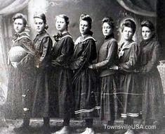 Recorrido por la historia del baloncesto femenino. Desde 1900 a 1910 Seguir a @elecapo87 Seguir a @Basketfem Continuamos con el recorrido por la historia del baloncesto femenino. Y en esta nueva en...
