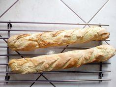 Cette pâte est idéale à travailler... et vu qu'elle ne colle pas, le nettoyage est grandement facilité... à renouveler.. Deux versions (pour 750 g de farine ou pour 500) Dans le bol muni du couteau à pétrir - 430 ml d'eau et 12 g de levure fraiche (285...