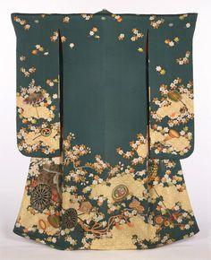 Women's kimono from the first half of the 19th century (Edo Period) Japan. Philadelphia Museum of Art