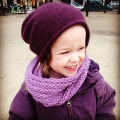As you might remember snoods are an essential part of a Parisian pre-school child's wardrobe. As four-year-olds have quite a talent for losing any accessorize at any given moment, we have already misplaced one or two snoods this winter. No doubt they will turn up again, but in the meantime I actually have started knitting …