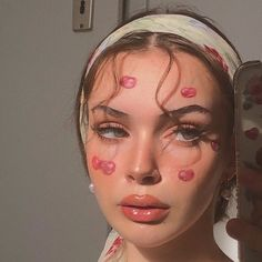 -- Comment Lyrics from Billie Eilish and let others finish them ☁️ ~ ☁️ Cr ☁️ Face Aesthetic, Aesthetic Makeup, Aesthetic Girl, Cool Makeup Looks, Cute Makeup, Pretty Makeup, How To Do Makeup, Makeup Inspo, Makeup Art