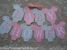 10 DIY Onesies That Say BABY SHOWER. Make your baby shower that little bit more special with this Original design. Wonderful additions to Baby Showers. Decoracion Baby Shower Niña, Idee Baby Shower, Baby Shower Invitaciones, Baby Shower Brunch, Baby Shower Signs, Baby Shower Favors, Baby Shower Cakes, Baby Shower Themes, Baby Boy Shower