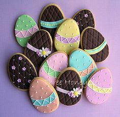 Easter cookies on this page! I can't wait to make some of my own :)Beautiful Easter cookies on this page! I can't wait to make some of my own :) No Egg Cookies, Fancy Cookies, Iced Cookies, Easter Cookies, Easter Treats, Cookies Et Biscuits, Cupcake Cookies, Sugar Cookies, Iced Biscuits