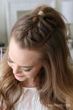 Over Thanksgiving weekend, my friend was asking me how to create this French Mohawk Braid. Over Thanksgiving weekend, my friend was asking me how to create this French Mohawk Braid. Since half up hairstyles are some of the most requested tut. New Simple Hairstyle, Cool Braid Hairstyles, Easy Hairstyles For Long Hair, Hairstyles Pictures, Hair Updo, Simple Braided Hairstyles, Teenage Hairstyles, Prom Hairstyles, French Hairstyles