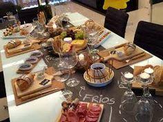 Resultado de imagem para mesa posta para queijos e vinhos