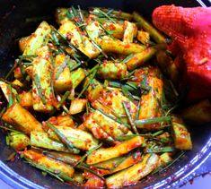 새내기 주부님들도 쉽게 남편에게 칭찬받는 오이 김치 만드는방법 Kung Pao Chicken, Ratatouille, Salad, Ethnic Recipes, Food, Kitchens, Essen, Salads, Meals