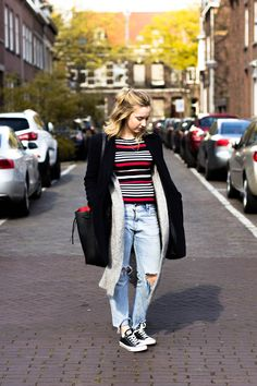 Style and Outfit by Viviane Lenders on For Your Life Blog. Wearing ripped Jeans, Striped Shirt, Acne Studios Cardigan and black Converse. #fashionblogger_de