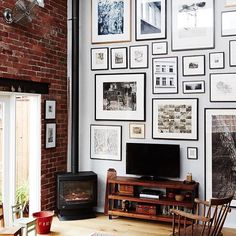Sky high gallery #goals! via @thedesignfiles at the home of @stephaniejanerampton. Photo @annetteobrien. #gallerywall