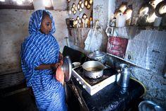 24-year-old Nadik Ibrahim prepares Ramadan dinner in El Fasher, capital of Sudan's North Darfur state. UN Photo/Albert Gonzalez Farran