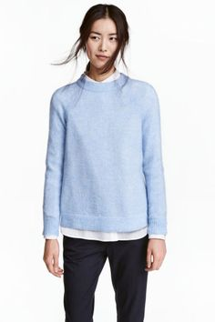 Knitted jumper: Jumper in a soft knit containing some wool and mohair with wide ribbing around the neckline, long raglan sleeves and ribbing at the cuffs and hem.