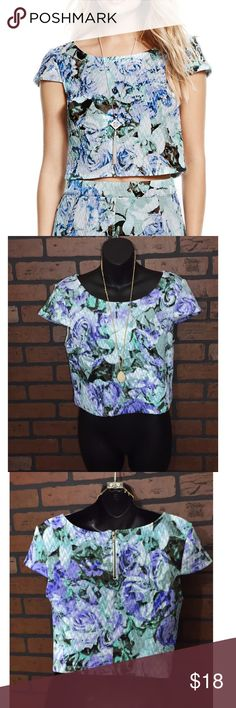 Jessica Simpson Lexi Floral Crop Top Jessica Simpson size medium. Lexi floral quilted crop top. With zipper detail in back! Like new condition. 💗 Jessica Simpson Tops Crop Tops