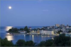 Located midway between Toronto and Montreal, Kingston was named the first capital of the Province of Canada on February Beautiful Places To Live, Wonderful Places, Great Places, Places Ive Been, Kingston Canada, Kingston Ontario, O Canada, Canada Travel, Queen's University