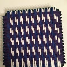 Pattern Instructions for Twill and Zigzag Woven Potholders Potholder Loom, Potholder Patterns, Crochet Potholders, Knit Crochet, Weaving Loom Diy, Inkle Weaving, Nifty Crafts, Peg Loom, Weaving Projects