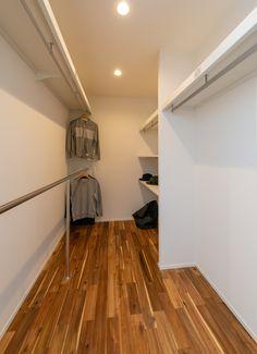 Japanese Home Decor, Japanese House, Family Closet, Master Bedroom Closet, Home Office, Custom Closets, Living Room Tv, Closet Designs, Walk In Closet