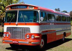 Ônibus Ciferal Rodoviário 1966 levou três anos até ser restaurado nos mínimos detalhes