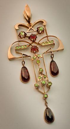 An Art Nouveau Vintage Russian Demantoid and Hessonite Garnet Pendant