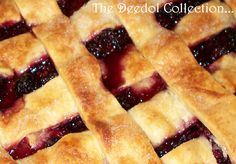 Granny's Old Fashion Blackberry Cobbler 10 cups blackberries 2 cups sugar ¼ cup flour or tapioca 1 tsp almond or vanilla extract ½ cup butter, melted Pastry for double crust pie Preheat oven … by aisha Old Fashioned Blackberry Cobbler, Easy Blackberry Cobbler, Fruit Cobbler, Seedless Blackberry Cobbler, Blackberry Recipes Easy, Blackberry Dessert, Fruit Pie, Fruit Recipes, Pie Recipes