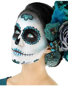 Teal Day of the Dead Makeup Kit - Mesmerize as you awaken from the dead in the Day of the Dead Makeup Kit! This sugar skull makeup kit features four cream colors, sponges, glitter and more to make sure you're a standout sugar skull this Halloween. Halloween Costume Diy, Halloween Makeup Looks, Halloween Skull, Scary Halloween, Halloween Make Up, Spirit Halloween, Sugar Skull Halloween Makeup, Vintage Halloween, Costume Ideas