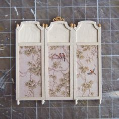 Dollhouse Miniature 1:24 Scale Gold Fireplace Screen by Island Crafts Miniatures