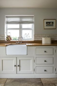 English Oak and simple cabinety in this Classic Middleton Kitchen Home Kitchens, Kitchen Remodel, Kitchen Design, Classic Kitchens, Traditional Kitchen, Country Kitchen, New Kitchen, Home Decor Kitchen, Classic Kitchen Design