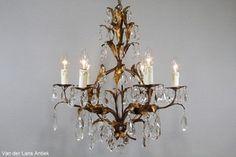 Italiaanse kroonluchter 25878 bij Van der Lans Antiek. Meer exclusieve lampen op www.lansantiek.com