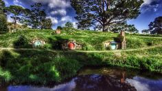 Return to the Shire - Play On in New Zealand! Great footage taken of the real site of Hobbiton in New Zealand, which is now a tourist stop. :D