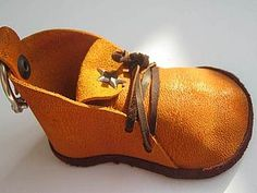 Mimin Dolls: shoes site has boatload of free patterns. this leather boot looks much easier than the sewn boots - just glue.