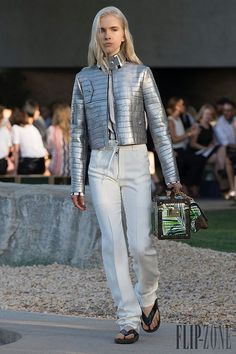 Paris in Palm Springs: see all the looks from Louis Vuitton Cruise 2016 Nicolas Ghesquière, Louis Vuitton, Palm Springs, Live Fashion, Fashion Show, Fashion Week 2015, Fashion Trends, Fashion Weeks, Cruise Collection