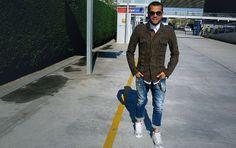 Daniel Alves   Fútbol   globoesporte.com Daniel Alves, Fc Barcelona, Men Fashion, Suit Jacket, Suits, Jackets, Brazil, Breakfast Nook, Hs Sports