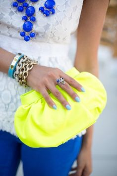 Love that neon clutch added it makes the outfit pop Neon Clutch, Yellow Clutch, Neon Bag, Look Fashion, Womens Fashion, Fashion Trends, Preppy Fashion, High Fashion, Fashion Ideas