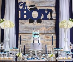 Got a friend who is going to have a baby boy soon? If you're looking for great baby shower themes for boys so you can throw her a great party, here are some of the best ideas out there! These baby shower themes are unique, creative, and fun! Cadeau Baby Shower, Idee Baby Shower, Baby Shower Table, Baby Shower Favors, Baby Shower Cakes, Baby Shower Parties, Baby Boy Shower, Boy Baby Showers, Little Man Shower