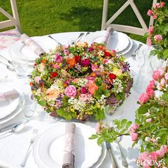 Sommerfest-Ideen: Romantische Tischdeko mit Rosen - Tischkranz