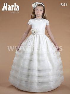 Vestido comunión niña Marla 2016 modelo F233. Vestido de comunión de corte clásico. Cuerpo haciendo bandas alternas de tejido liso y labrado