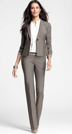 Office outfits · professional gifts · simple yet stylish via ann taylor business outfit frau, women's business suits, business dress Business Outfit Frau, Business Casual Outfits, Business Dresses, Business Attire, Business Fashion, Office Outfits, Business Women, Office Uniform, Business Formal