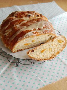 Maple-iced fruity Advent bread / Pão do Advento com frutas secas e glacê de xarope de bordo by Patricia Scarpin, via Flickr