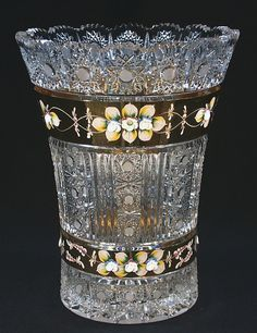 Crystal Glassware, Crystal Vase, Cut Glass, Glass Art, Vase Cristal, Steuben Glass, Glass Photography, Painted Vases, Stained Glass Designs