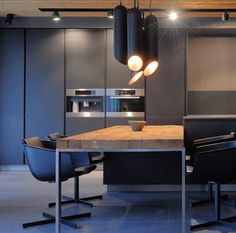 Kitchen - Chalet Canelle by East West Real Estate International Black Kitchen Cabinets, Black Kitchens, Cool Kitchens, Cupboards, Luxury Interior Design, Interior Exterior, Kitchen Interior, Modern Kitchen Tables, Kitchen Dining