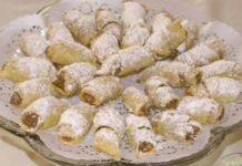 Nut Roll Cookies - These look very close to what my grandmother used to make. Filled Cookies, Roll Cookies, Gourmet Recipes, Sweet Recipes, Cookie Recipes, Just Desserts, Delicious Desserts, Yummy Food, Hungarian Nut Roll Recipe
