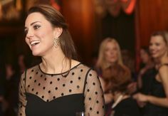 Pin for Later: Kate Middleton's Babybauch wird immer sichtbarer