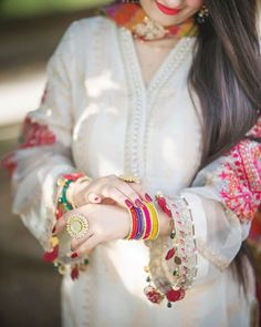 Stylish Dresses For Girls, Wedding Dresses For Girls, Stylish Girls Photos, Stylish Girl Pic, Pakistani Fashion Casual, Pakistani Dresses Casual, Whatsapp Dp, Stylish Dpz, Sleeves Designs For Dresses