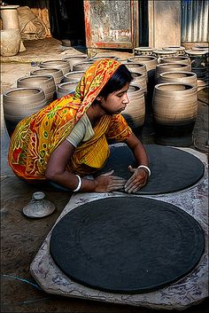 The hands of a potter • India
