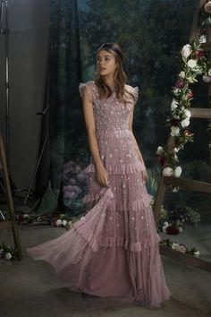 Fashion Tips 2018 Discover the NEW Needle & Thread Twilight Gown. Shop now with express delivery and free returns.Fashion Tips 2018 Discover the NEW Needle & Thread Twilight Gown. Shop now with express delivery and free returns. Lovely Dresses, Beautiful Outfits, Pretty Outfits, Fashion Vestidos, Fashion Dresses, Floral Maxi Dress, Dress Up, Vestidos Chiffon, Needle And Thread Dresses