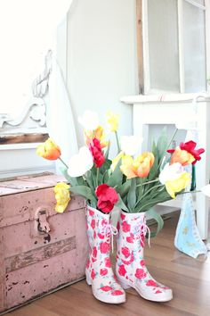 #Spring in you wellies - #repurpose an old pair of wellies into a vase for lovely spring blooms
