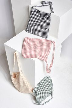Gingham Check Cross Colors 2019 Gingham check in color Simple fabric crossbody bag Daily coordination This product has been hand-picked by Storets' stylists. The post Gingham Check Cross Colors 2019 appeared first on Bag Diy. Fabric Crossbody Bags, Diy Tote Bag, Pouch Bag, Zipper Pouch, Diaper Bag Backpack, Diaper Bags, Diy Sac, Creation Couture, Tejidos