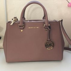 >>>Michael Kors OFF! >>>Visit>> NEW dusty rose color med Sutton handbag MK New MK bag. Med size Sutton bag made with real leather very good material new with dust bag MICHAEL Michael Kors Bags Diese und weitere Taschen auf www. Michael Kors Clutch, Outlet Michael Kors, Cheap Michael Kors, Handbags Michael Kors, Fall Handbags, Purses And Handbags, Prada Handbags, Handbags 2014, Cheap Handbags