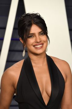 """See all the best hair and makeup looks from the """"Vanity Fair"""" Oscars After Party, including Miley Cyrus, Priyanka Chopra, and Kendall Jenner. Priyanka Chopra Makeup, Priyanka Chopra Images, Priyanka Chopra Hot, Actress Priyanka Chopra, Shraddha Kapoor, Ranbir Kapoor, Deepika Padukone, Most Beautiful Indian Actress, Beautiful Actresses"""
