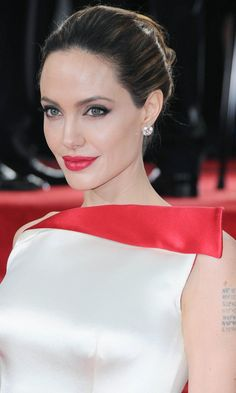 The Golden Globes 2012 – Angelina Jolie With A Super-Sleek Bun Hairstyle At The… – Bun Hairstyles Angelina Jolie Images, Angelina Jolie Biography, Angelina Joile, Hollywood Celebrities, Hollywood Fashion, Provocateur, Gorgeous Makeup, Gorgeous Dress, Party Looks